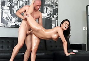 Katana Kombat demonstrates her stretchiness with Zach Wild